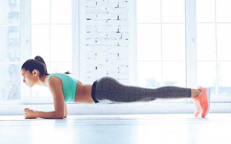 Как делать упражнение планка для живота, его виды и 30-дневный челлендж